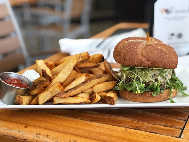 Meatless Monday and Burger Night don't have to contradict each other 😉 (Available in Destin & @grandboulevard locations) 🍔#blackbeanburger #vegetarian #meatlessmonday #vegfriendly #destineats #sowaleats #yum #gastropub #thecraftbarfl