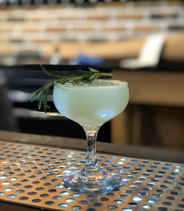 "Local's Night means never having to say ""happy hour is over"" 😎 #localsnight #goinuponatuesday #scorchedearth #cocktailsofinstagram #drinkstagram #fortwaltonbeach #destin #sandestin #panamacitybeach #locals"