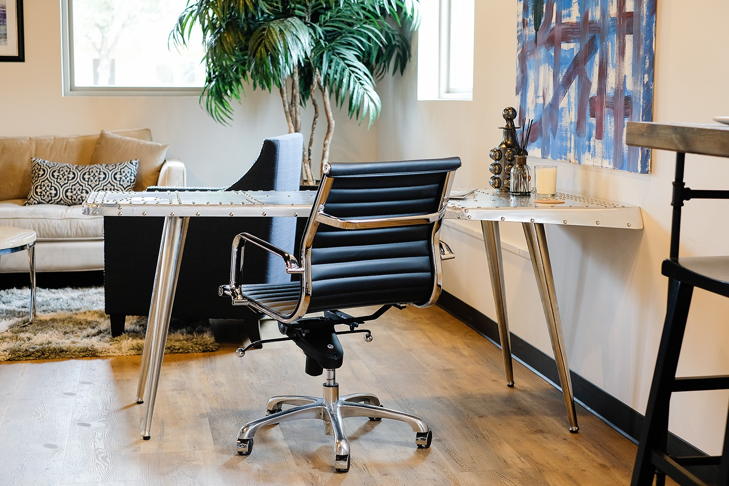 Collective Membership$225 / month - The ultimate in flexibility. Enjoy unlimited access to our shared tables, sitting & standing desks, private phone booths and lounges plus six hours per month of conference room reservations*. Membership also includes business mailing address.Plus one time $100 initiation fee