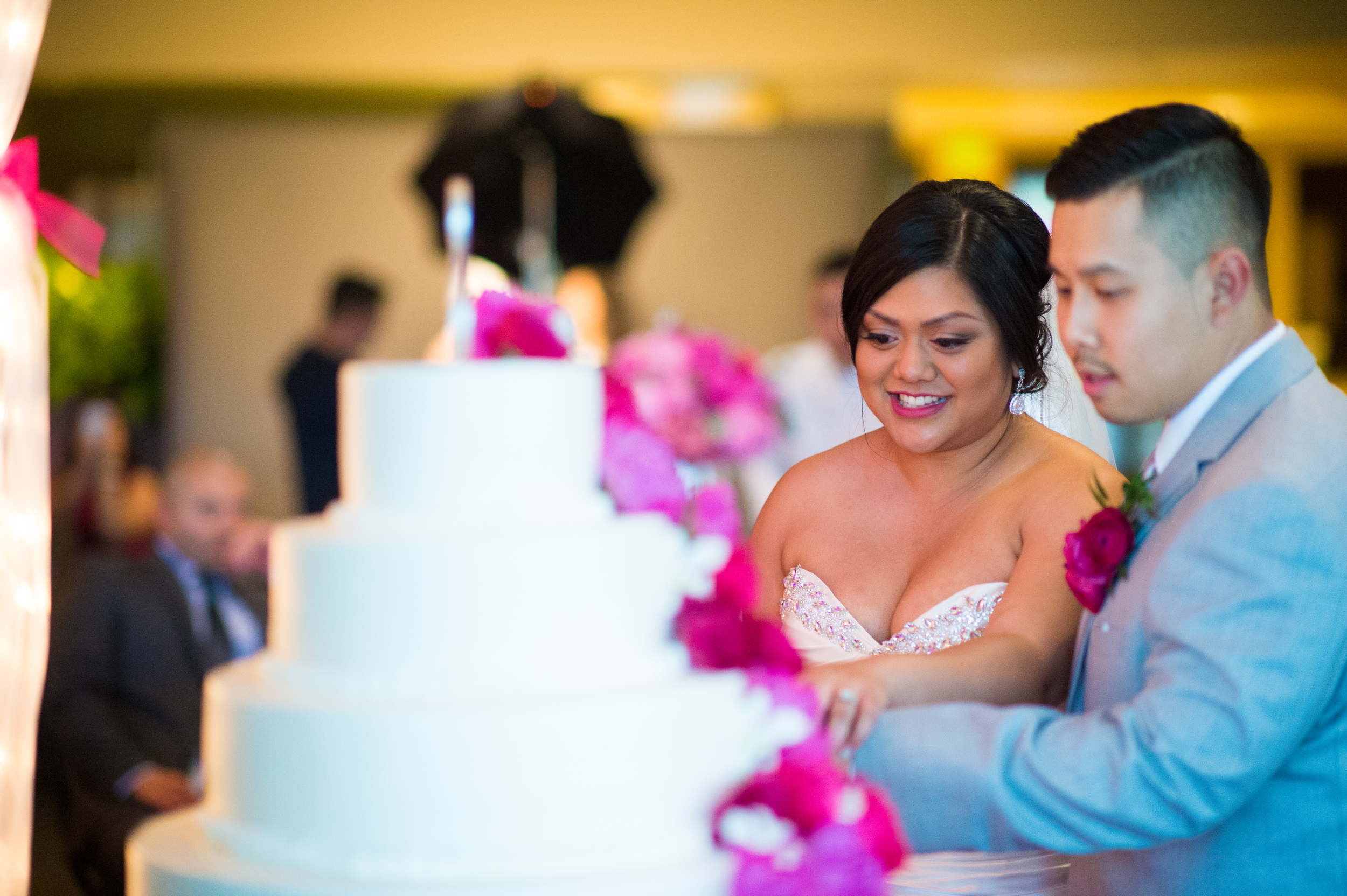 Meridian Valley Country Club Wedding | Cake Cutting | C2 Photography | Seattle Wedding Planner | New Creations Weddings | Filipino Wedding Planner