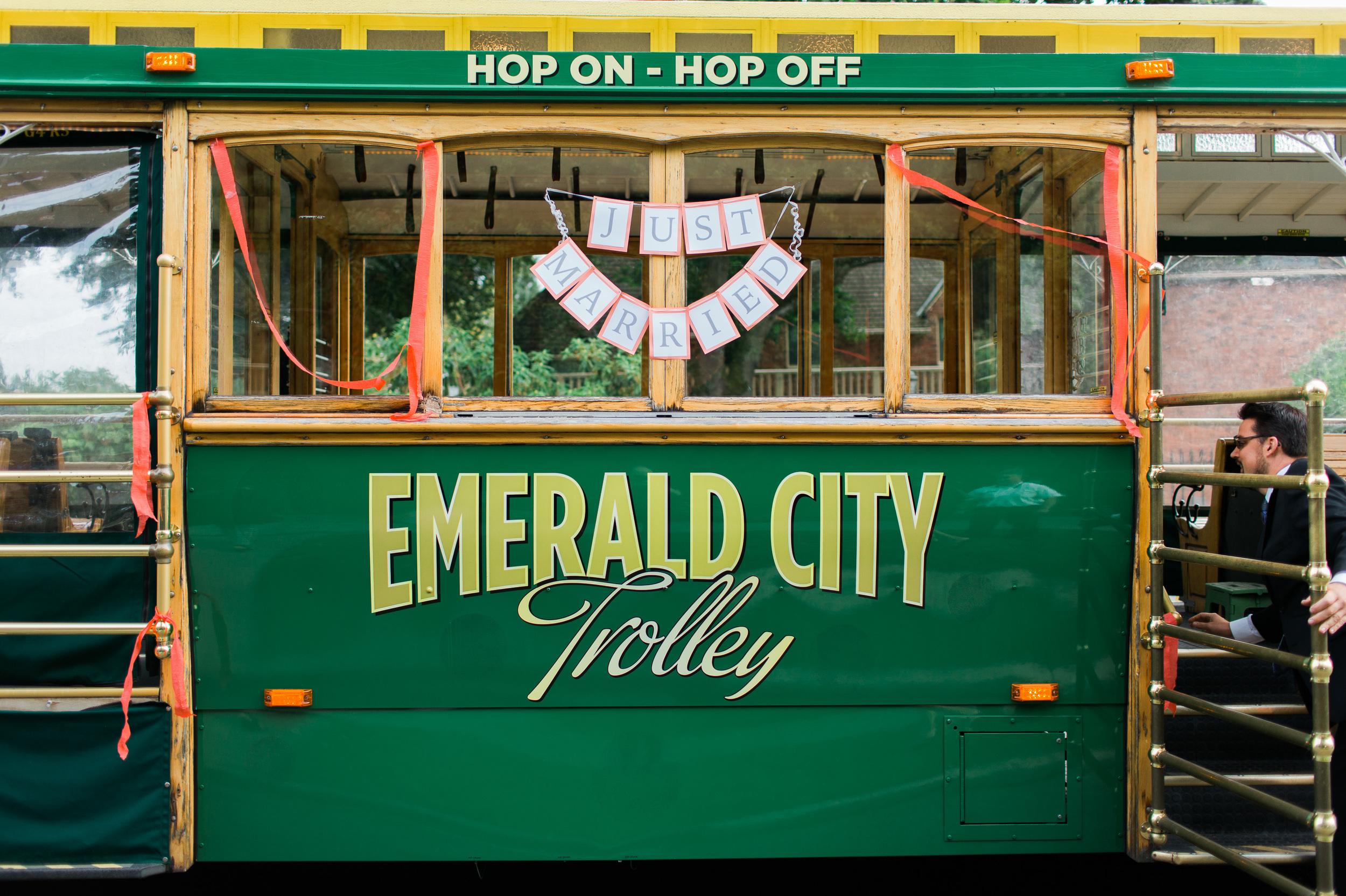 Emerald City Trolley   Wedding Trolley Seattle  