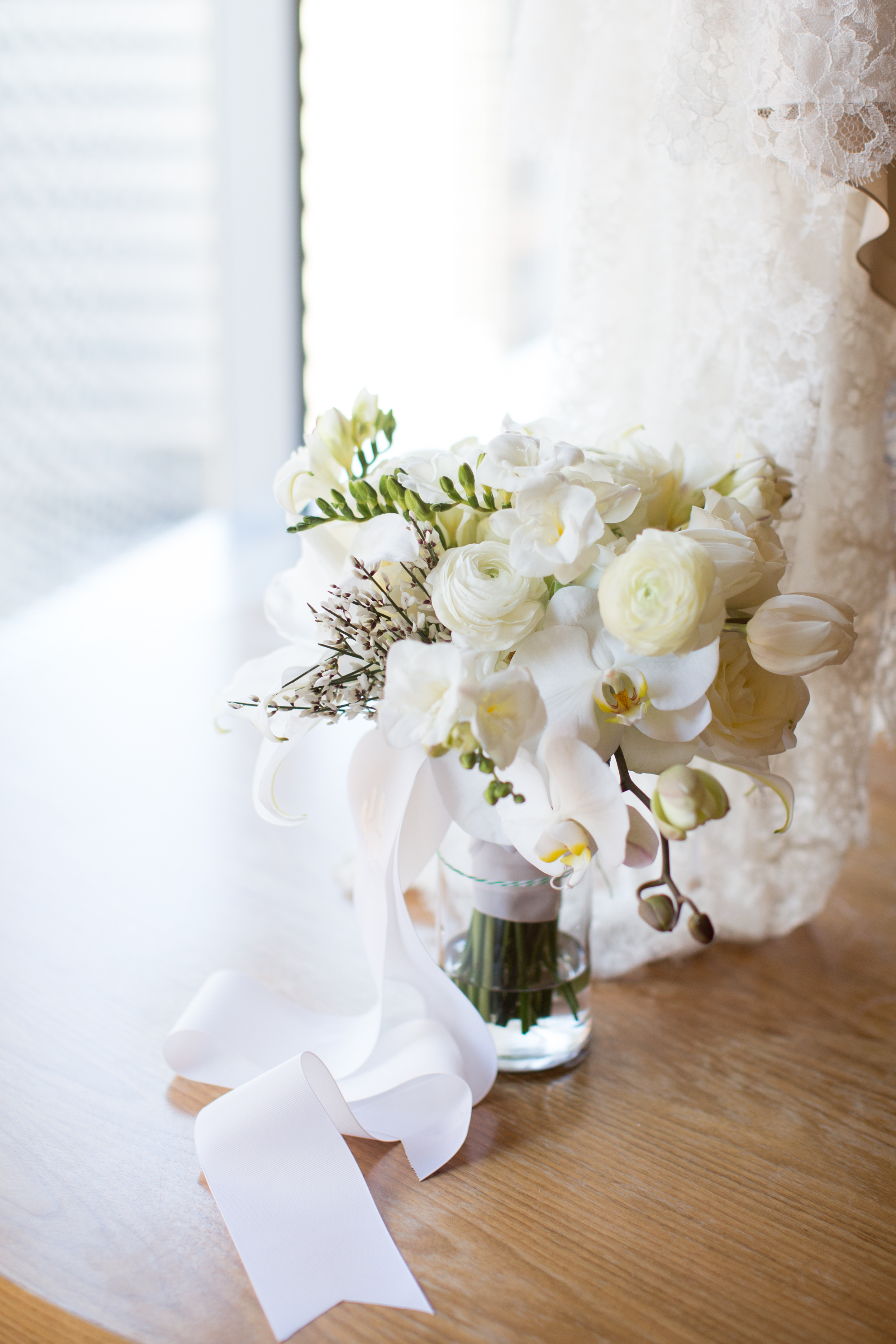 Modern Black White and Gold Wedding at Chihuly Garden and