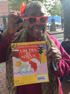 Evelyn rocks her shades, & looks forward to practicing her Spanish.