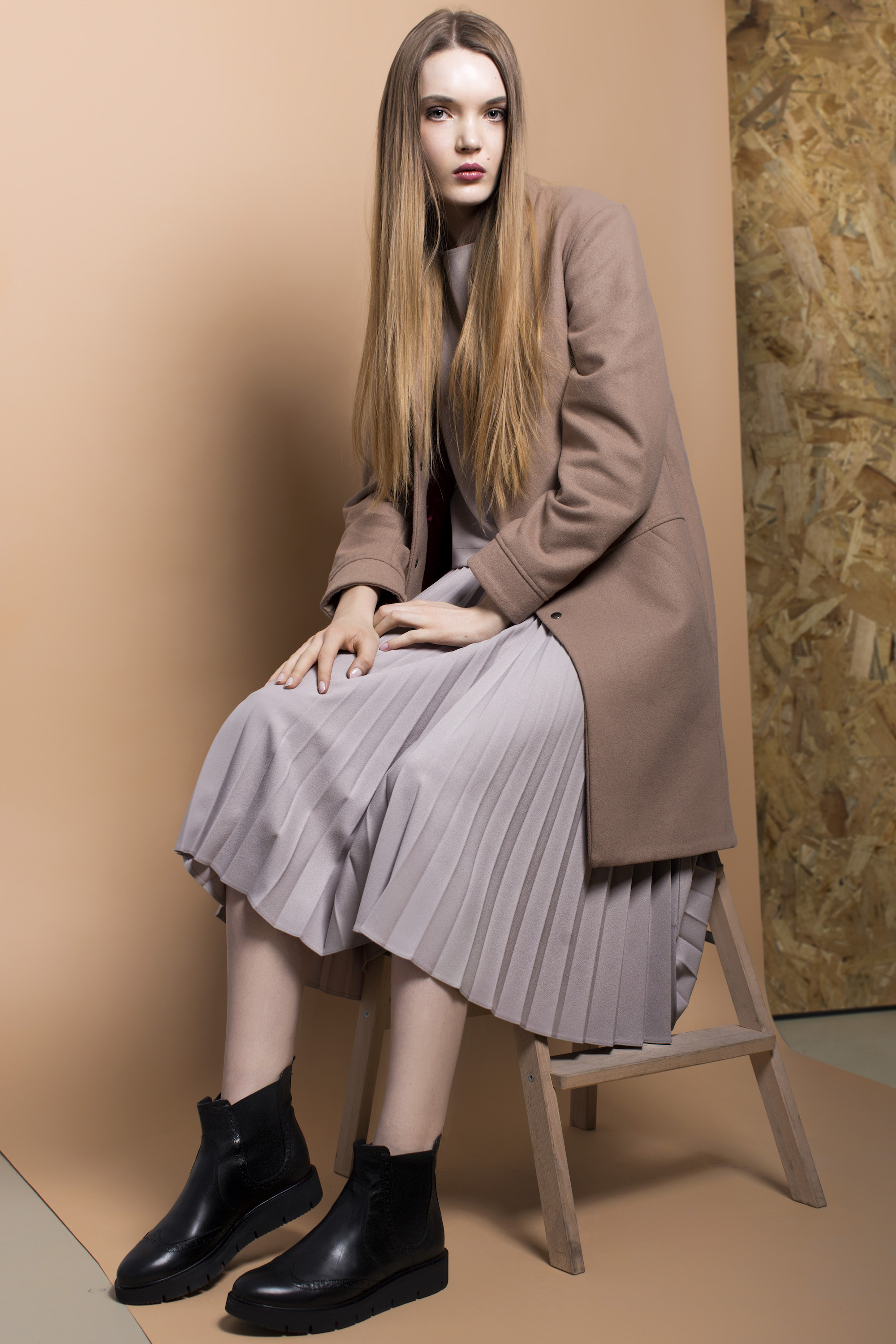 coat KEYCE, blouse and skirt PLISSIMA,shoes DEICHMANN