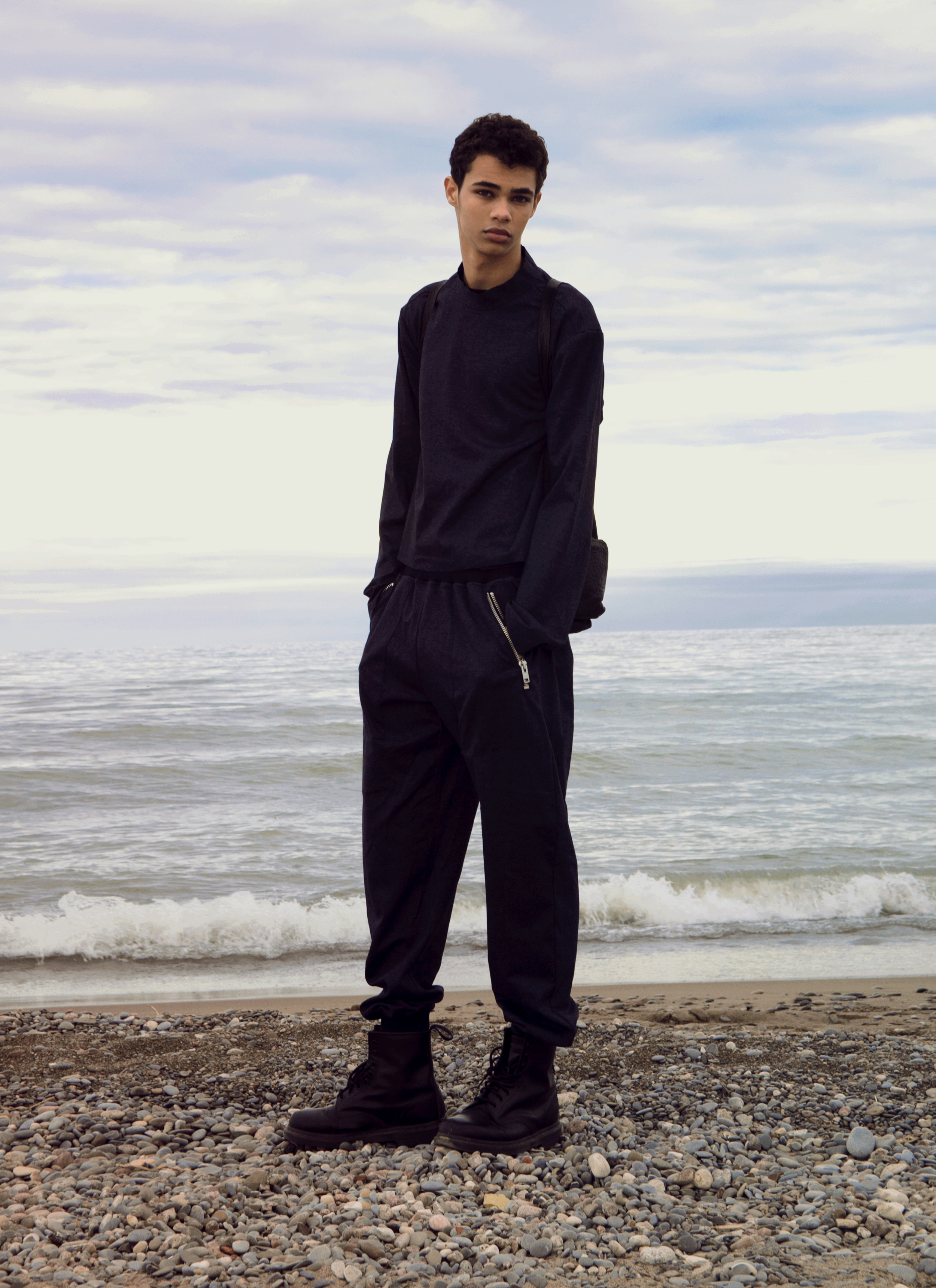 Pullover and joggers ANDREW COIMBRA, boots DR MARTEN'S, bag ALEXANDER WANG