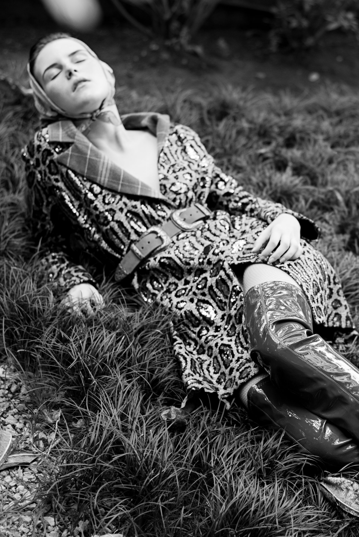 Trench coat – Herchcovitch;Alexandre  Cinto – Iorane  Botas – Tufi Duek