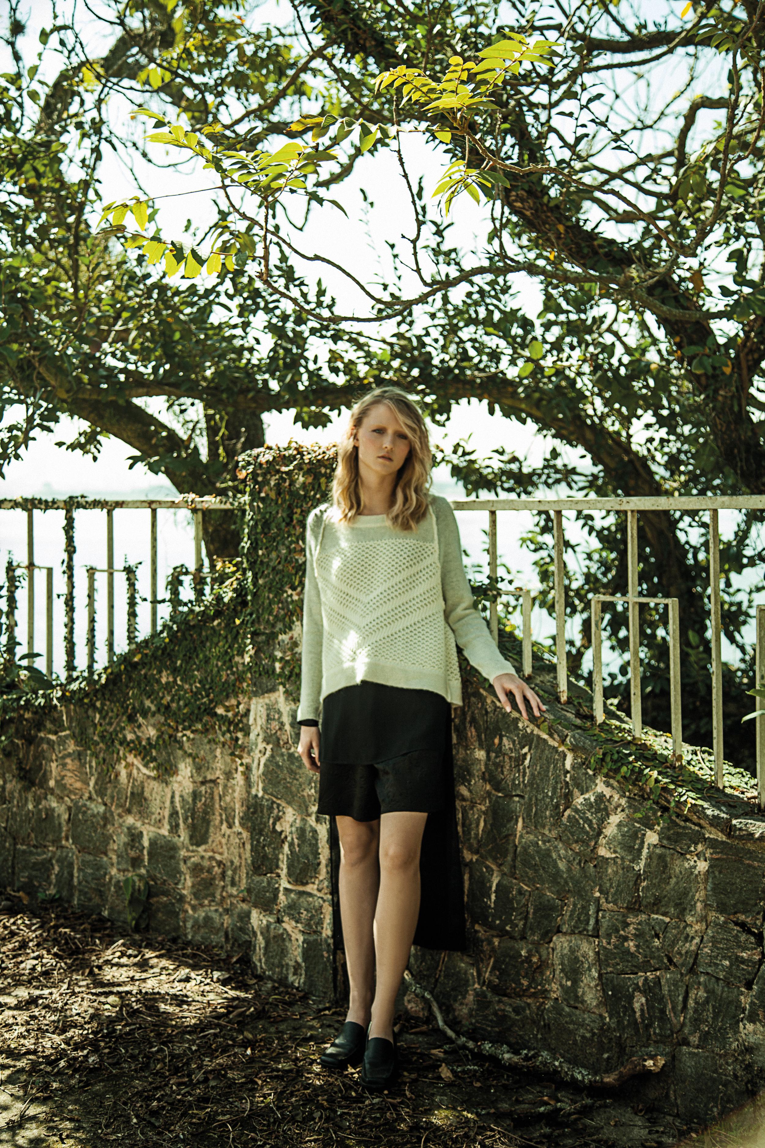 Tricot Vintage, blusa preta e shorts preto Ben, sapato vintage.