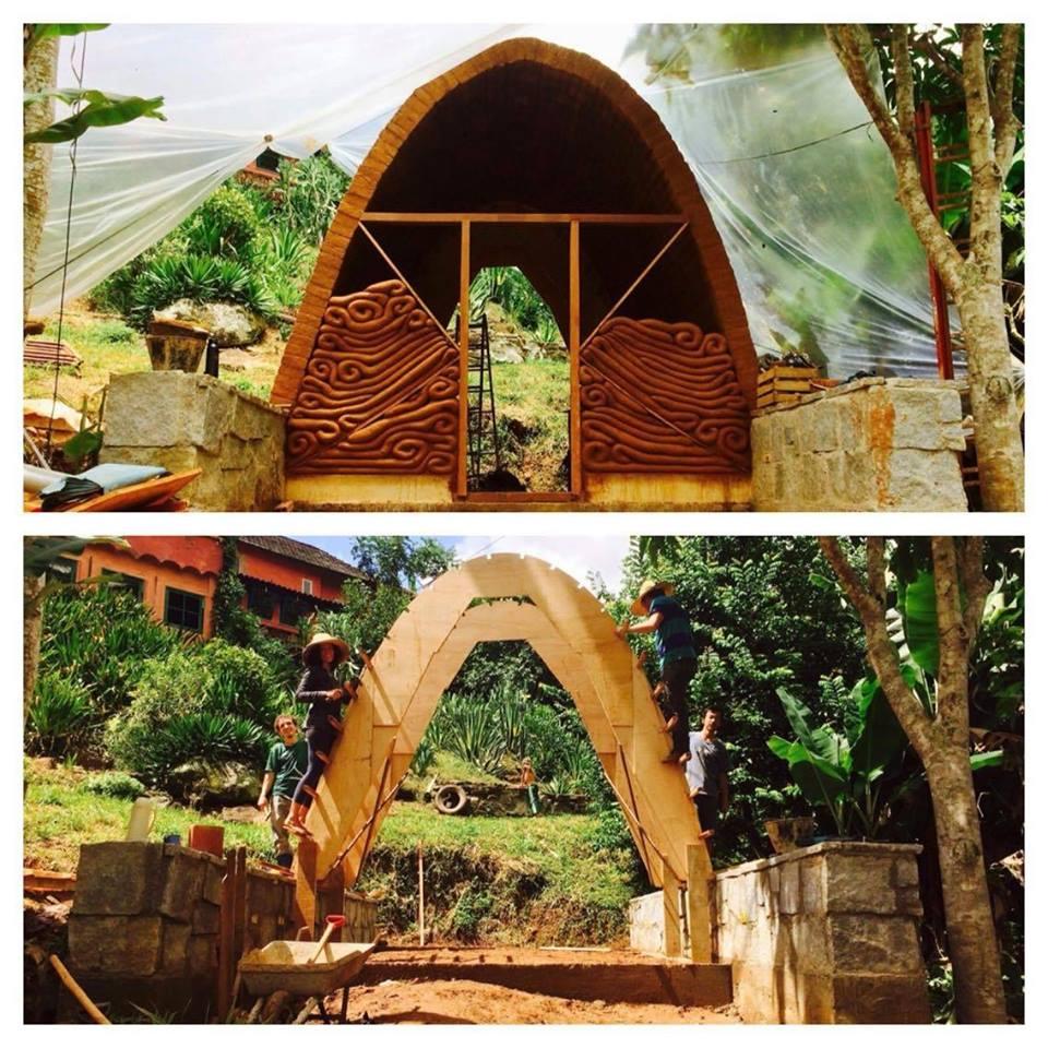 a forma para construção do arcos de adobe / progresso de trabalho