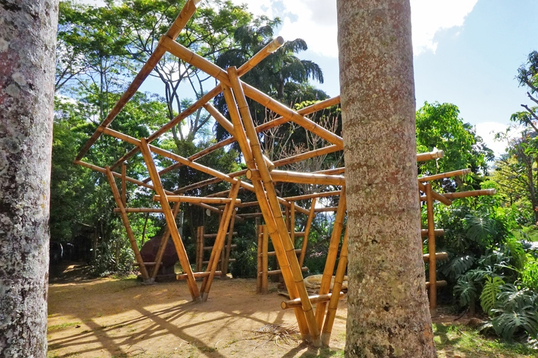 a estrutura do garagem projetada pelo Jörg Stamm