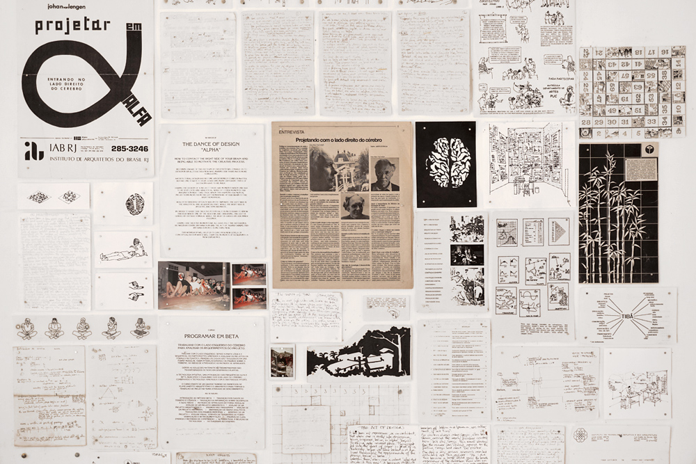 painél com materiais de pesquisa do Johan van Lengen