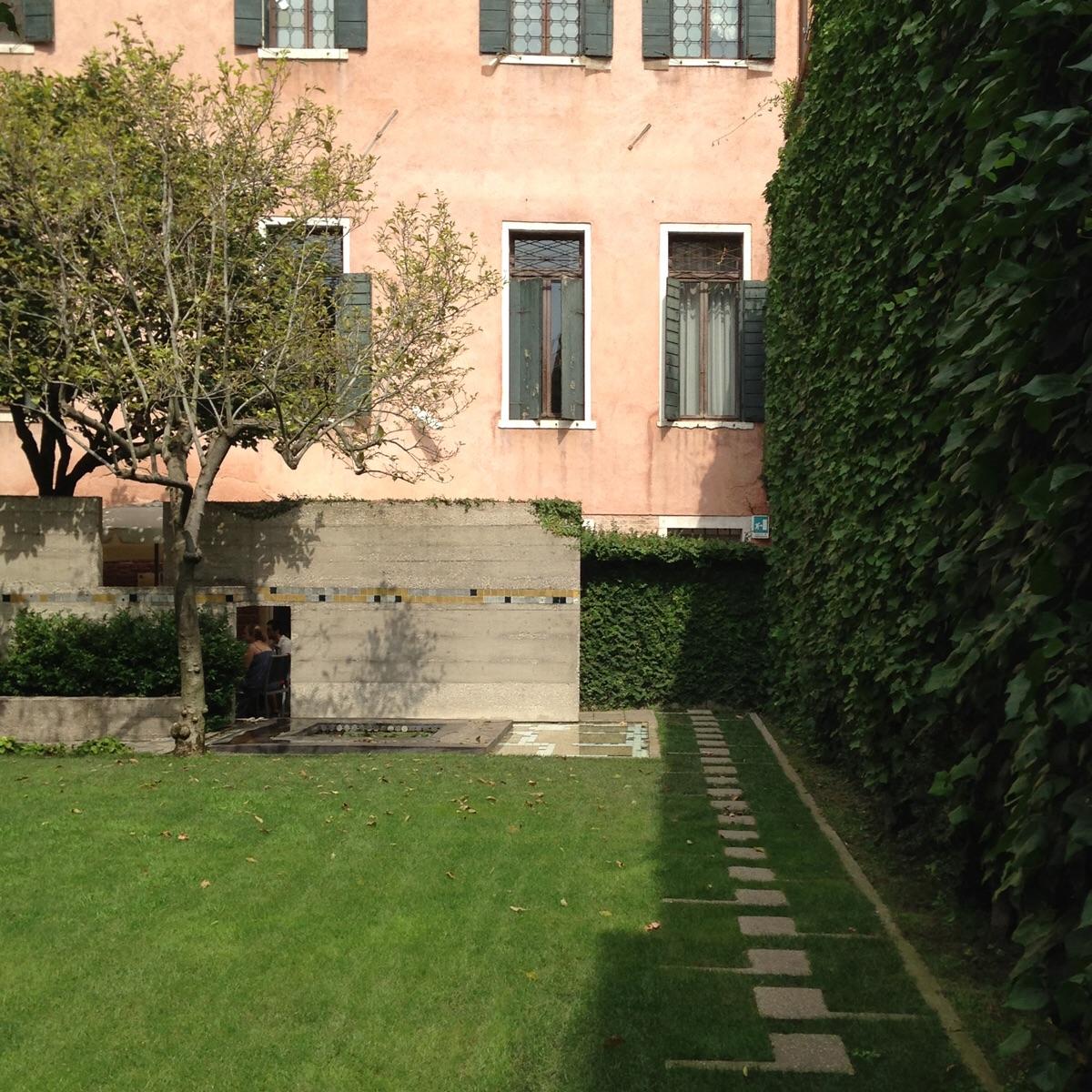 Inner courtyard. The Fondazione Querini Stampalia, Venezia ( Scarpa 1969)