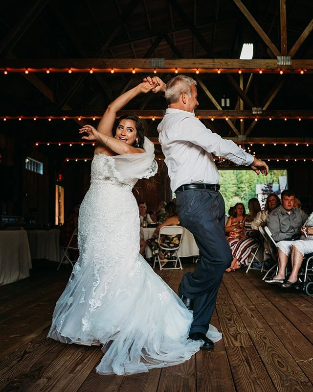 I just love this adorable shot of Danielle dancing with her father on her wedding day. You might not know this about me, but the father-daughter dances always give me all the feels! I'm a daddy's girl through and through, and always will be ♥️