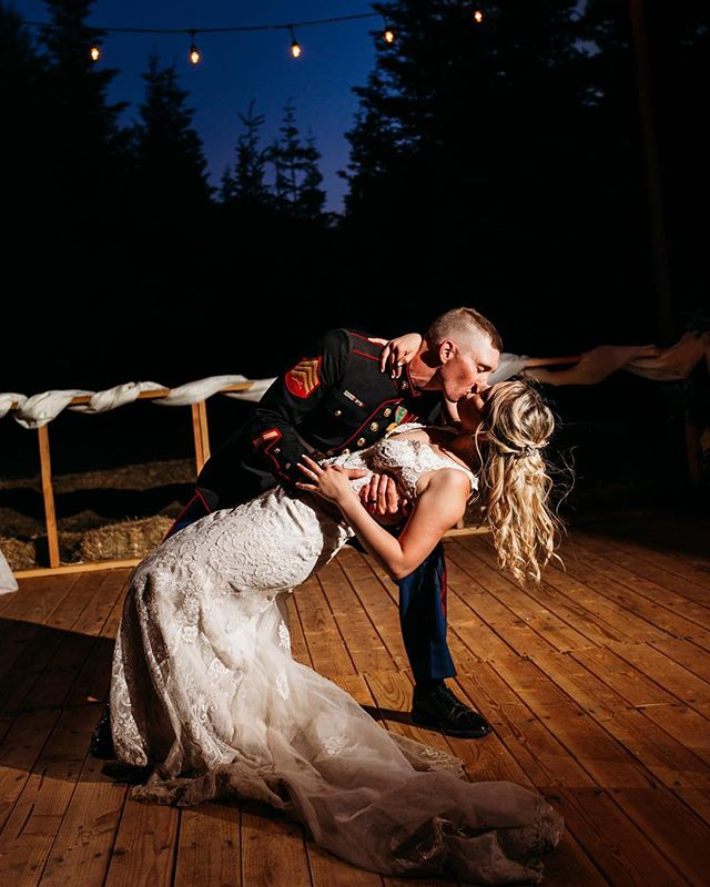 How about a little romance for a Monday? 💕 @jay_kay_hunnell had this idea in mind for a dip-and-kiss shot on the dance floor she and Sam had built for their wedding. How sweet is this?? 😍