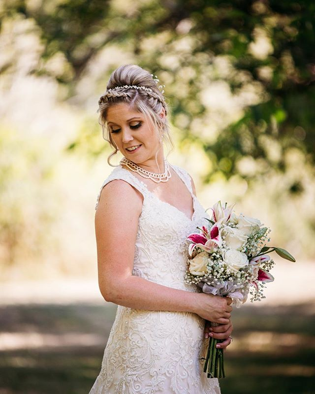 Doesn't she just glow?? Kristie was stunning in her beautiful lace wedding gown ♥️♥️♥️