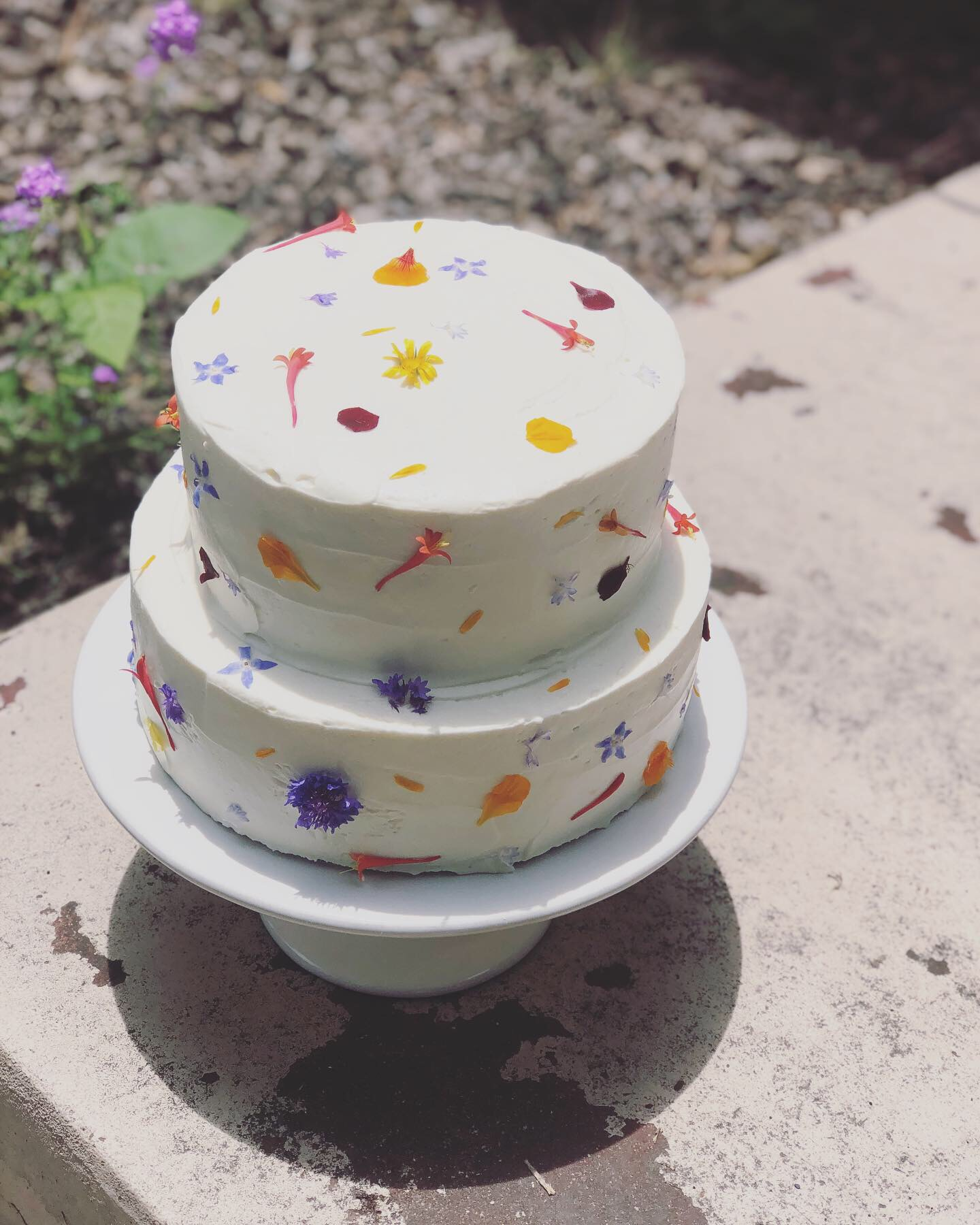 brown butter and cardamom cake • toasted strawberry swiss meringue buttercream • fresh strawberries • cream cheese chantilly • fresh spring flowers