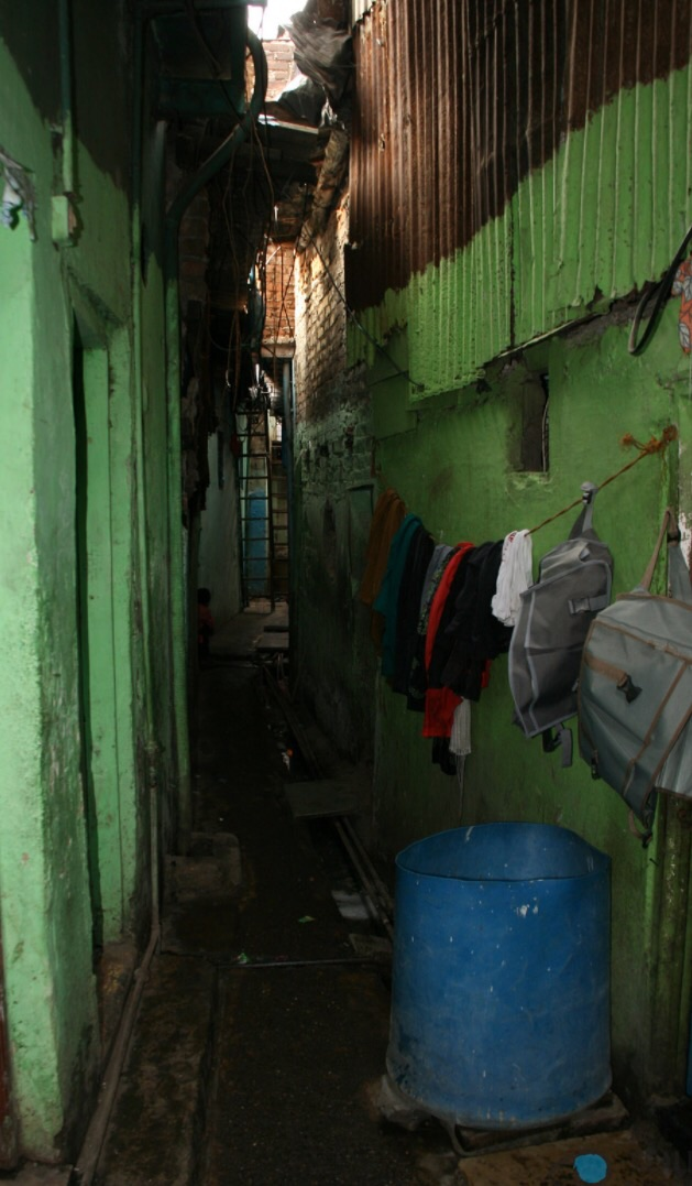 The narrow alleyways of Dharavi. If you recall, Slumdog Millionaire was filmed in these allies.  PC: Reality Tours