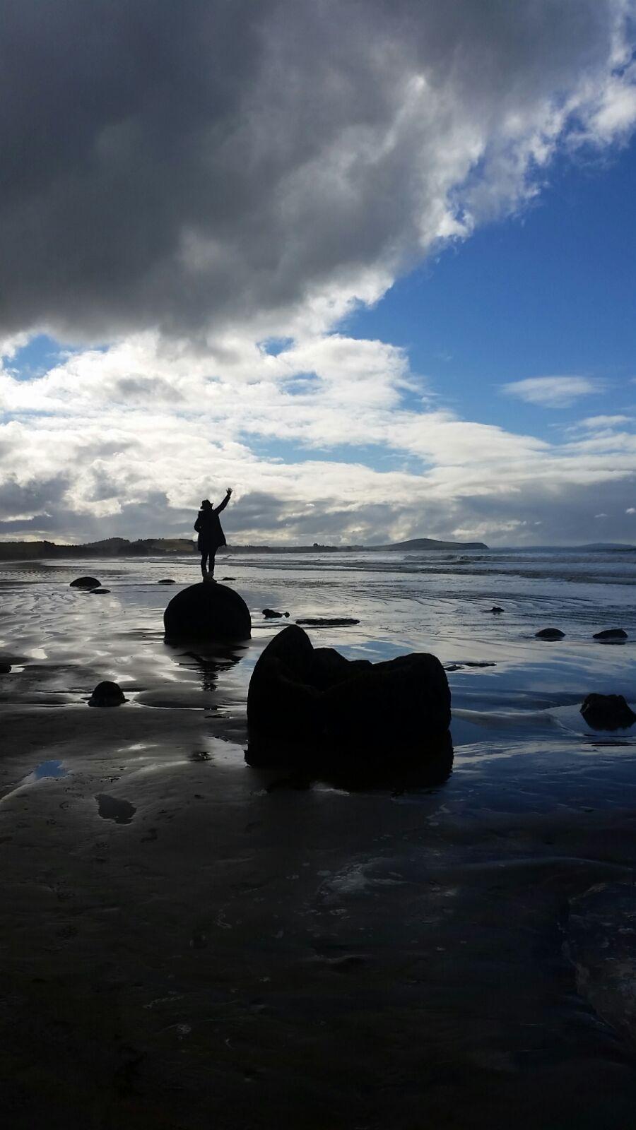 Moeraki Boulders, me and the sea... (PC: the lovely Giulia)