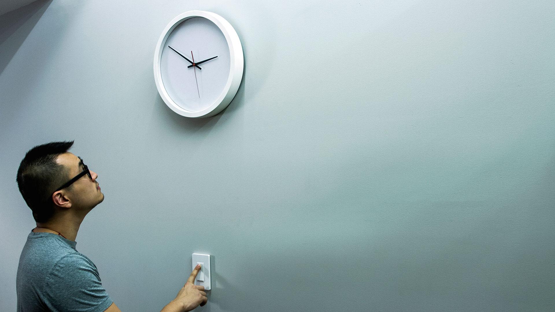 clock_horizontal3.jpg