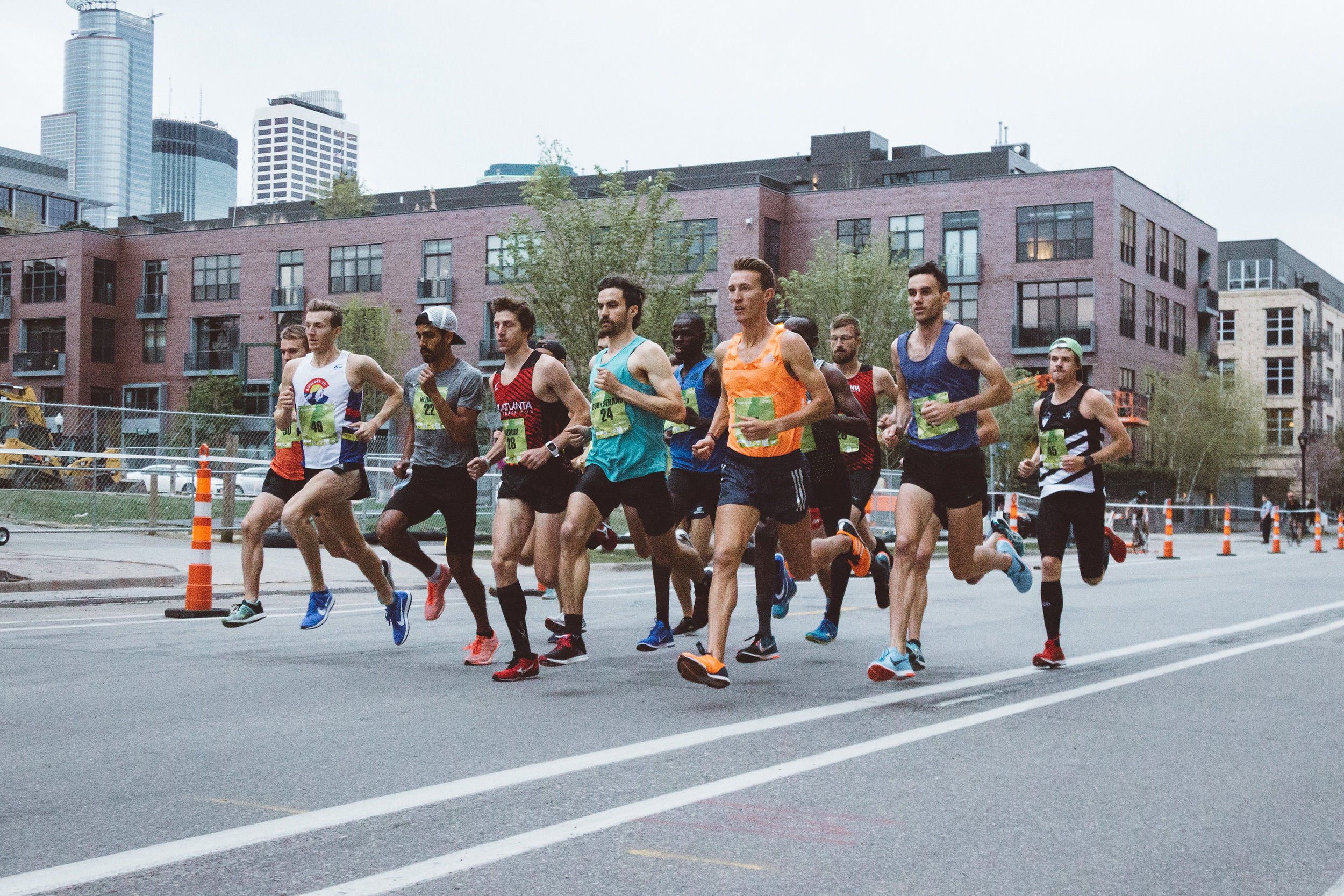 Daniel Herrera, in the cap and t-shirt, competes at the 2018 Medtronic 1 Mile Road Race. | photo: Itaiphoto