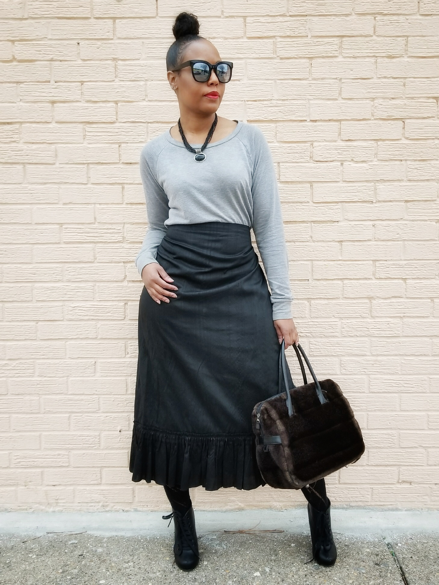 Sweatshirt (Forever21) Alternatives  here  | Skirt (old) | Booties (old)