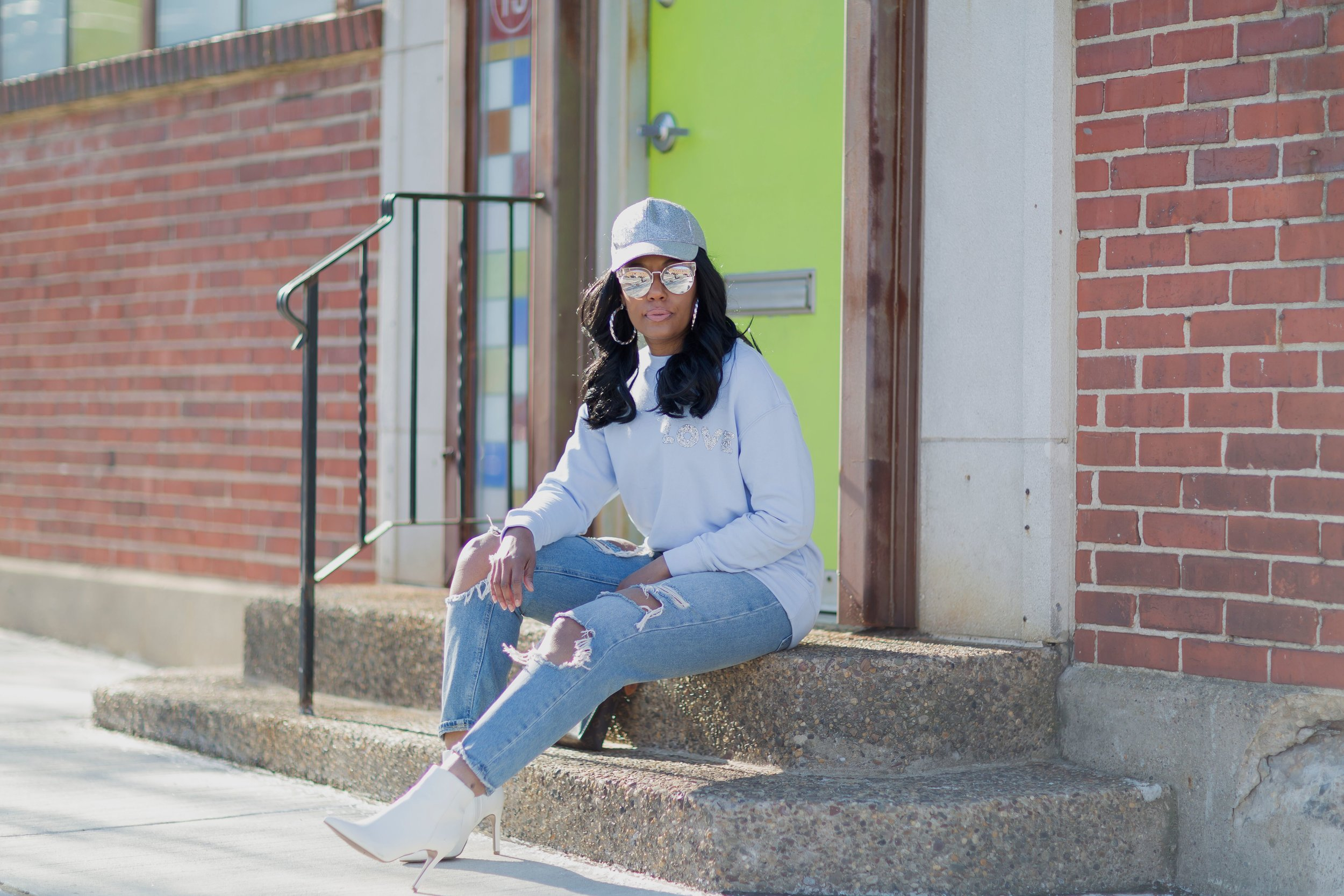 Sweatshirt(H&M) Alternative  here  | Boots( Forever21 ) | Jeans(Forever21) | Hat(H&M)