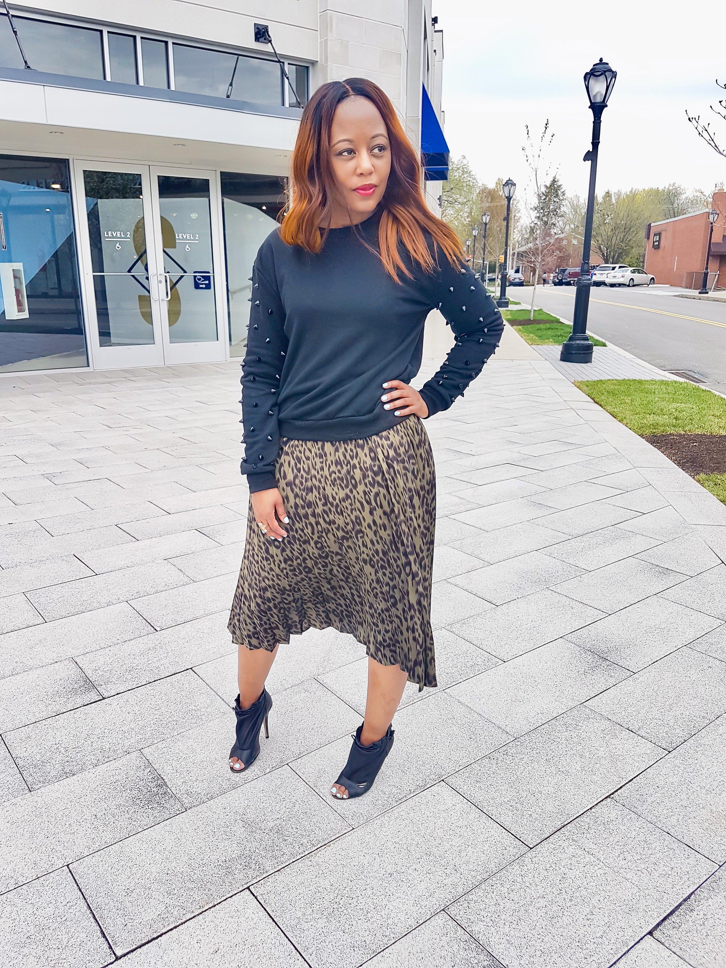 Skirt ( Pynk Mannequin)   T-shirt, Tube Top, Sweatshirt (old)