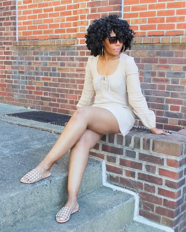 Dear summer, you won't get the best of me this linen dress saves the day on a hot day keeping me cool and casual. Comment and let me know what you wear to stay cool on hot days. . . . . . . . .  #agelessstyle #howtostyle #outfitideas4you #phillypersonalstylist #realgirlstyle #styleoptions #summervibes #wiwn #mystyletoday #styletip #whattoweartoday #everydaystyle #outfitscrapbook #stylegoals  #inspiredbyinstyle #summerstyle #fashionbaw #fashionforwomen #linendress #aboutalook #fortyplusstyle #WentOutLikeThis #styleonthestreets #Dressesup #phillystyle #summerlooks #styleideas #styleexpert #thefashionforce  #theclosetconsultant