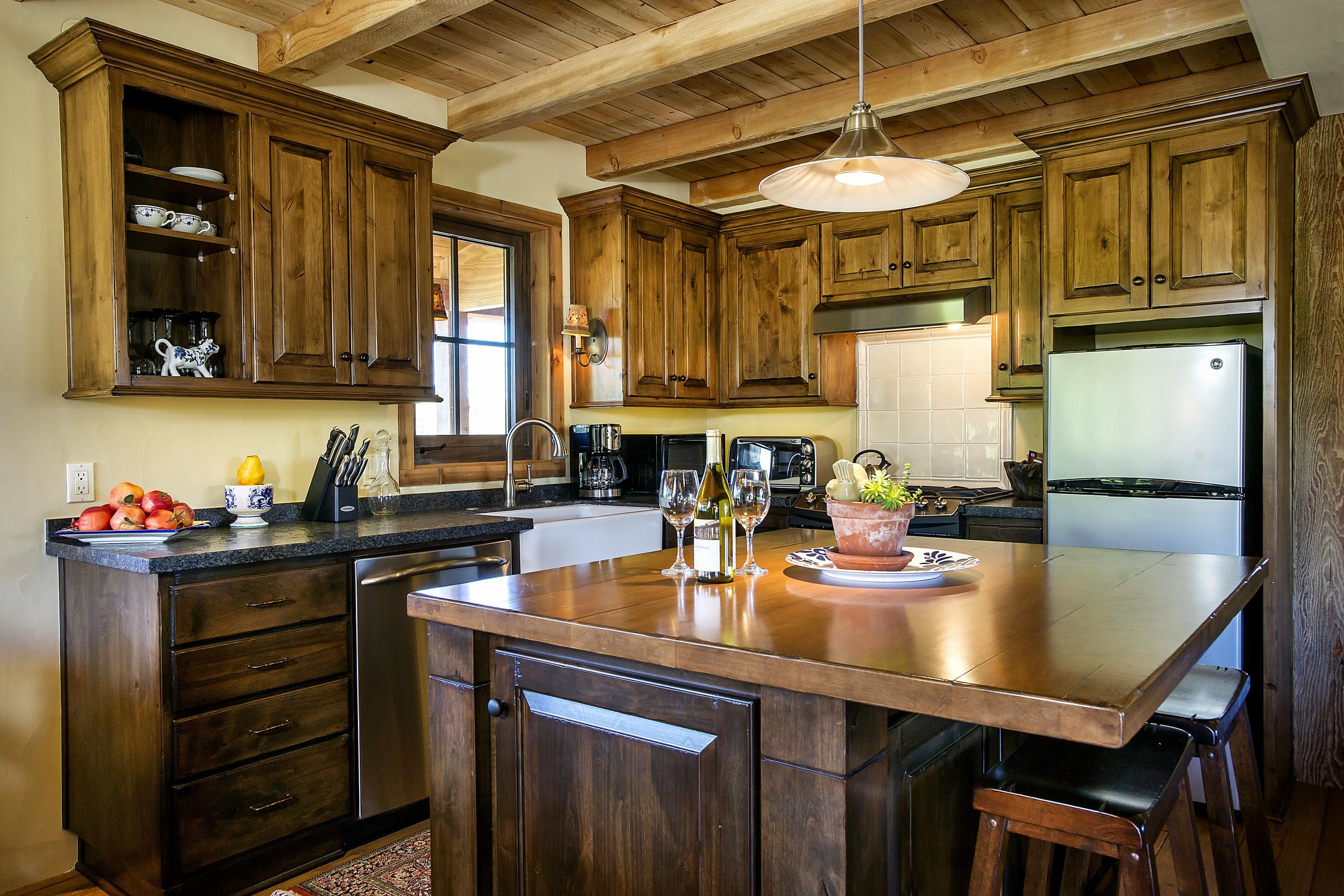 guest kitchen.jpg