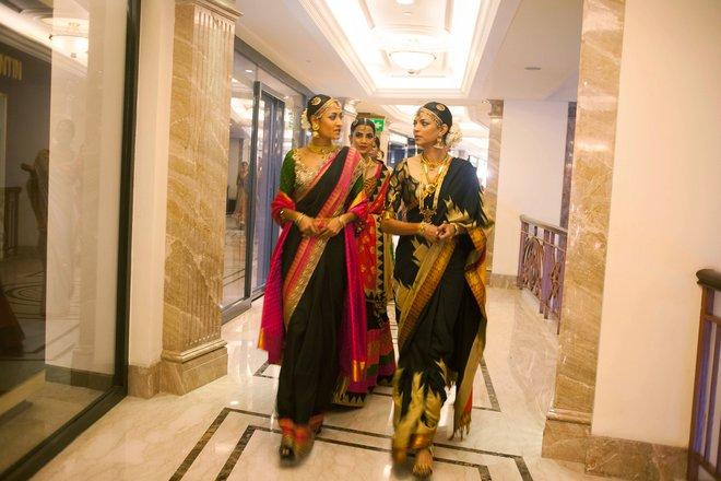 indian-bridal-fashion-week03.jpg