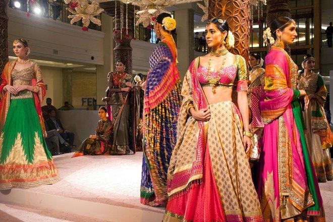 indian-bridal-fashion-week02.jpg