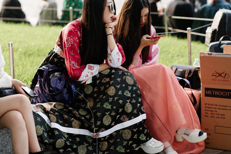 seoul-fashion-week-spring-2016-street-style-02.jpg