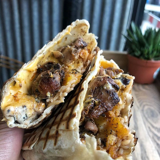 JERK CHICKEN FAT ROLL 😮🍗🤯 Spicy jerk chicken, rice and peas and unbelievable sauces all stuffed into a big fat one for £6.99 😍 @biseatsalot just checked out the newly opened @moimoiisland 🌴  Think Carribean and West African streetfood with legit spice 🌶 jerk chicken, suya beef 🥩, plantain 🍌 and of course the amazing moi moi, a must try! 🌴 You can get it as a rice bowl for £6.99 as well and choose what you want 🍗 The Lunch deal is £10 for a plate/wrap with fries and a drink 🌟  If you eat at one of our recommendations, don't forget to let us know using the #londoncheapeats hashtag or tagging @ldncheapeats, either on Instagram or Twitter. We may well share it! 👍 #LondonCheapEats  #infatuationlondon #toplondonrestaurants #foodporn #tryitordiet #london #spoonfeed #eater #noleftovers #feedyoursoul #dailyfoodfeed #poutine #eatfamous #forkyeah #cheatmeal #eatingfortheinsta #devourpower #topcitybites #eeeeeats #noBSfood #buzzfeedfood #foodpornshare #beautifulcuisines #carribean #jerkchicken #moimoi
