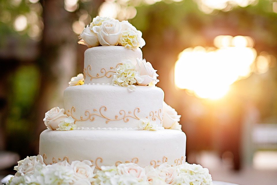 VALEN_P005_Wedding_Cake-copy-4tile.jpg