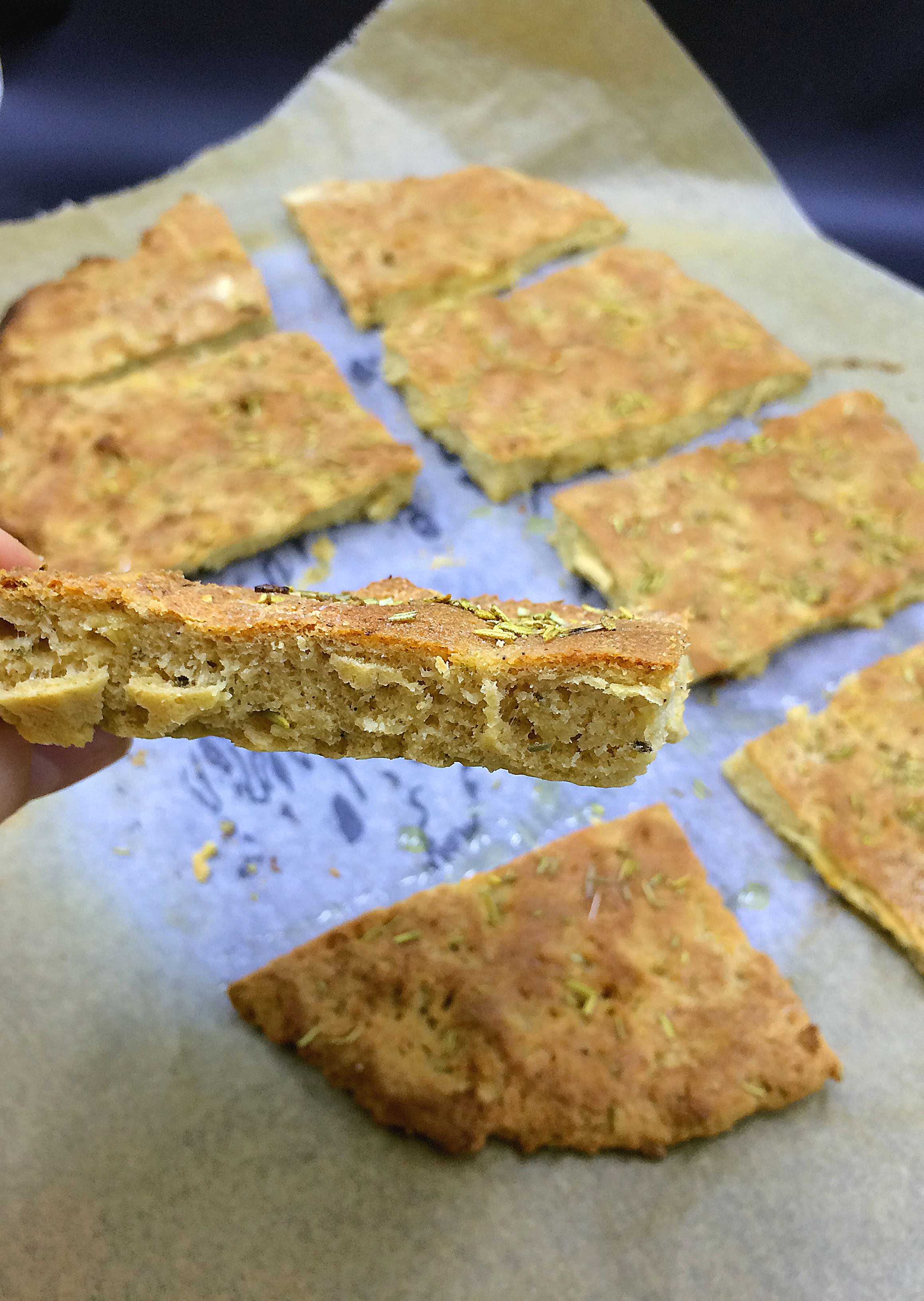 Secretly healthy Rosemary Flatbreat Focaccia-style {Low carb, nlo yeast} / via kitchen-impossible.net #healthyfocaccia #lowcarbfoccia #lowcarbbread #lowcarbflatbreat #healthyflatbrad #lowcarbrecipe