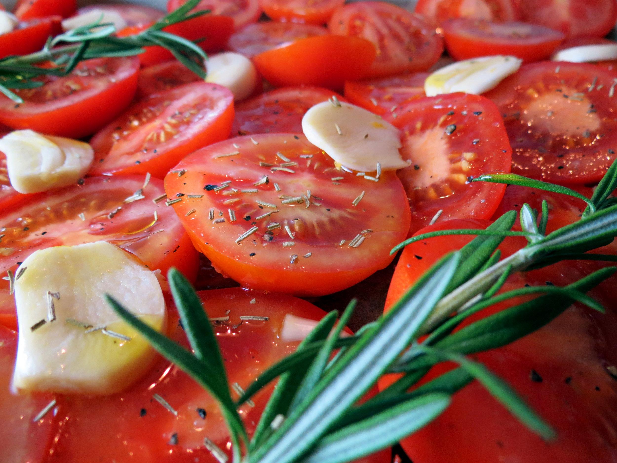 Walnuss-Pesto mit gegrillten Tomaten {Friyai Dinner-Idee} - kitchen-impossible.com