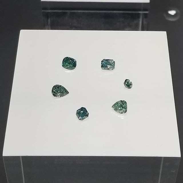 How about these beautiful and extremely rare #greendiamonds. Such exceptional beauty in these stones. #gia #nhmla #gems #diamonds #love  #gemology #alumini