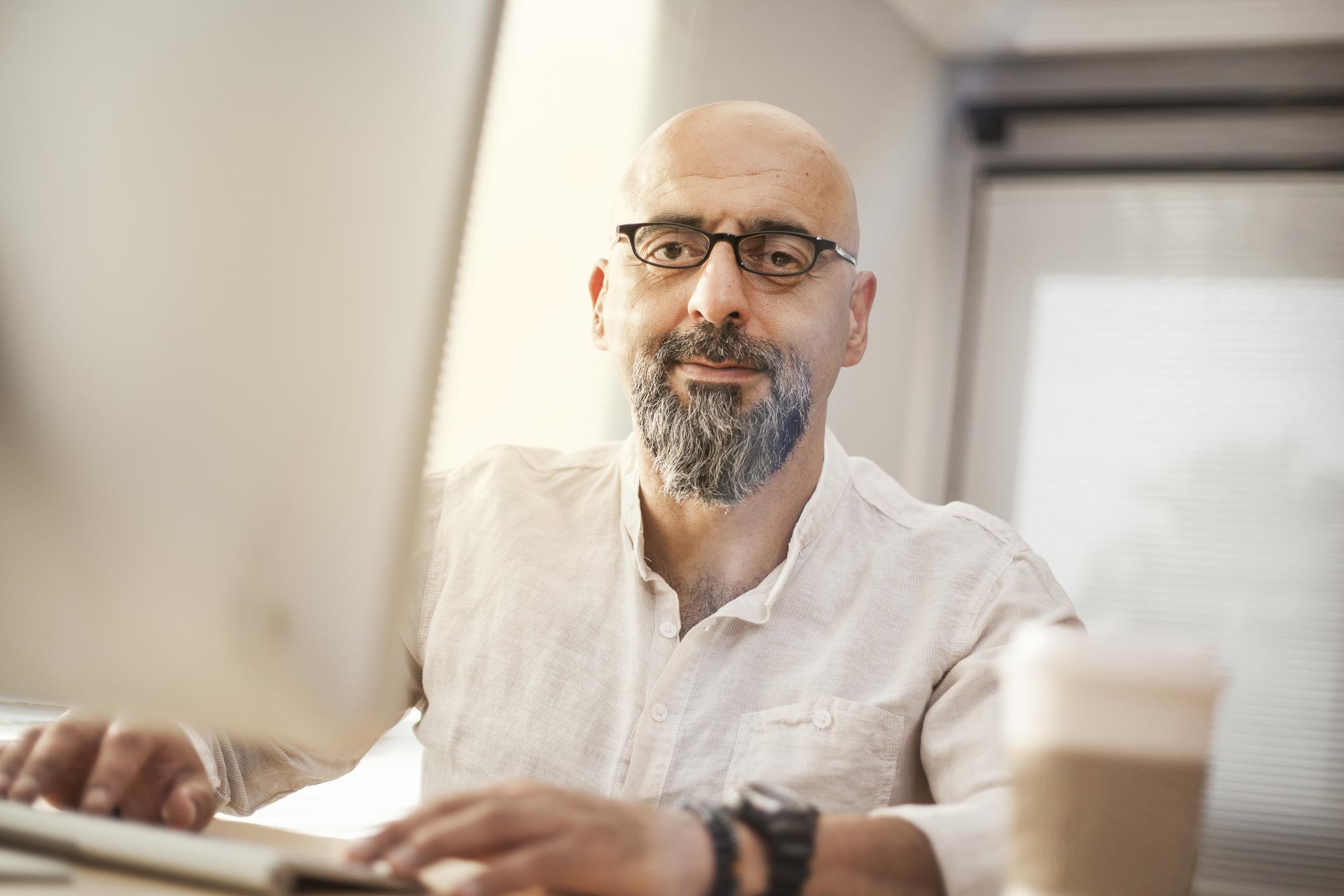 Senior-businessman-working-on-computer-599679264_2125x1416.jpeg