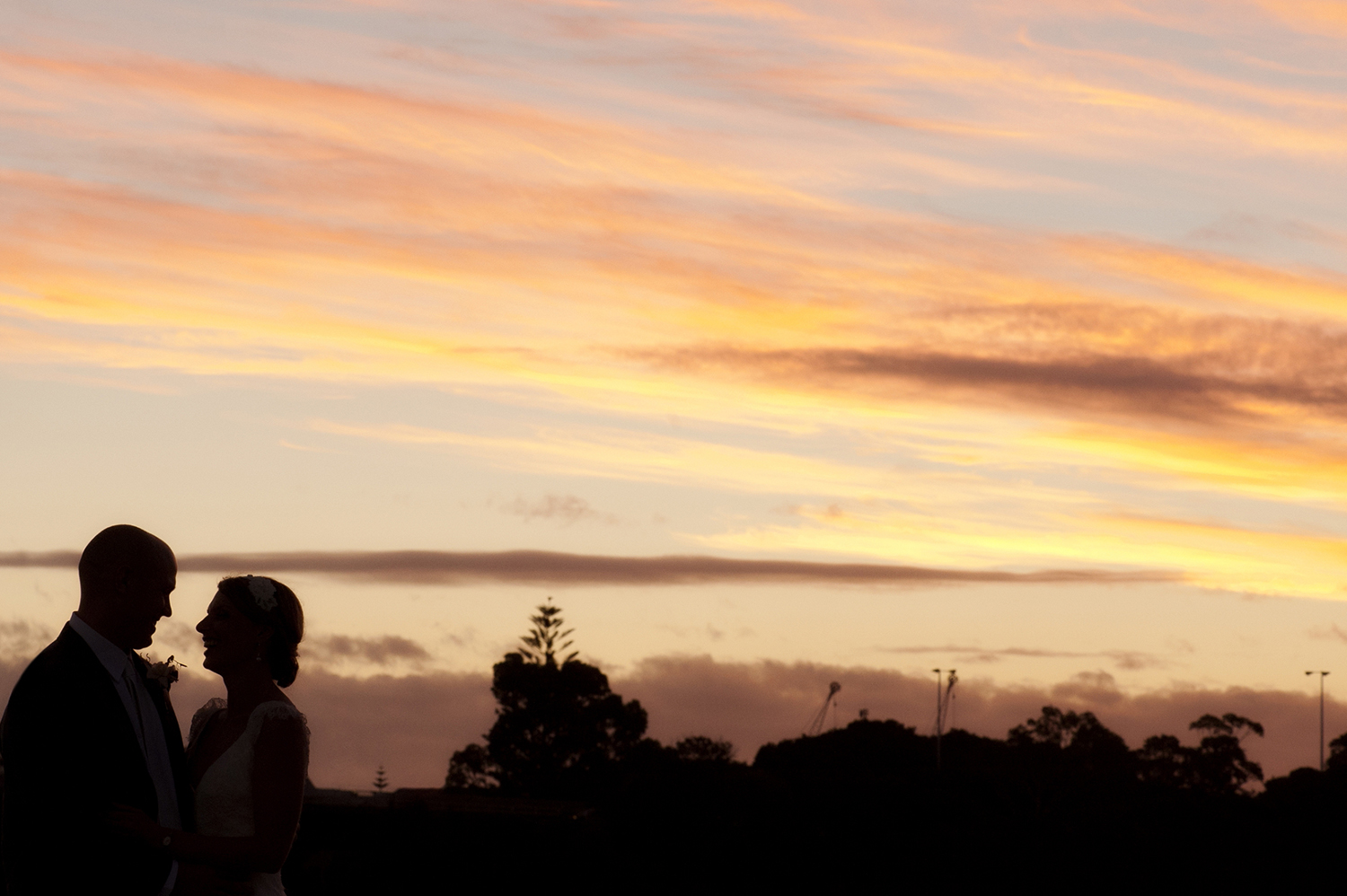 perth wedding couple in sunset