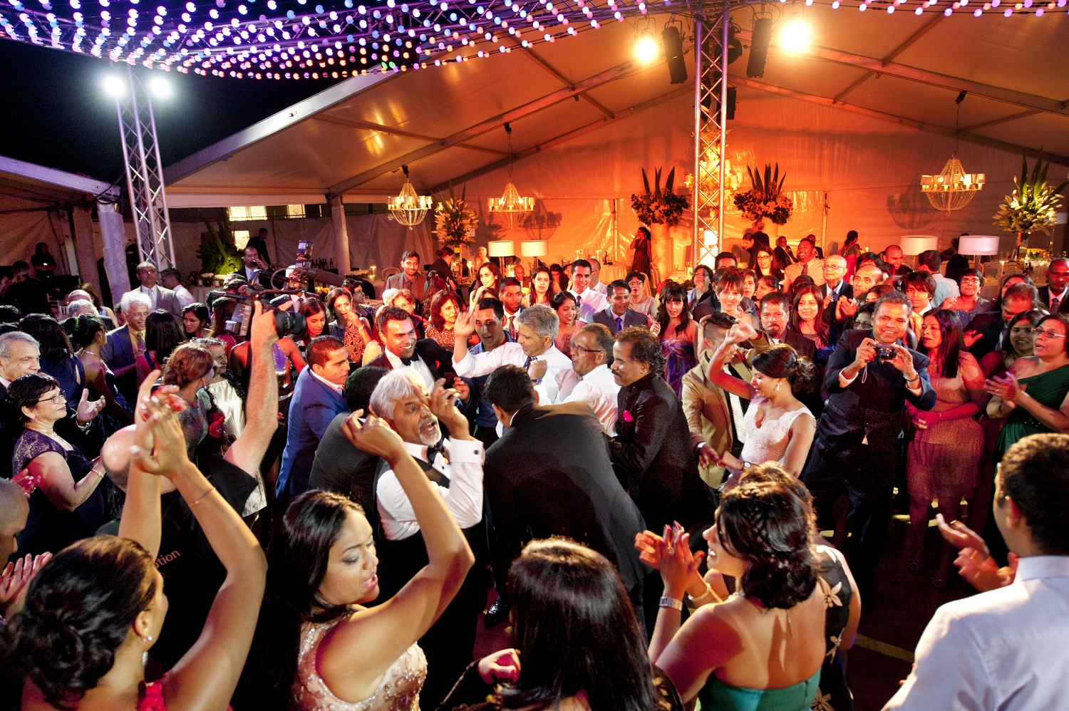 perth wedding with indian dancing