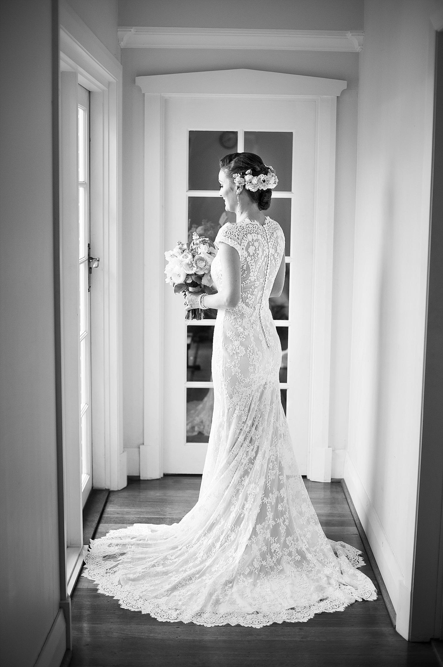 20 back of lace wedding dress wedding photography perth 020.jpg