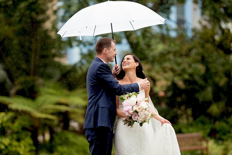 49_Perth wet wedding bridal couple with umbrellas.jpg