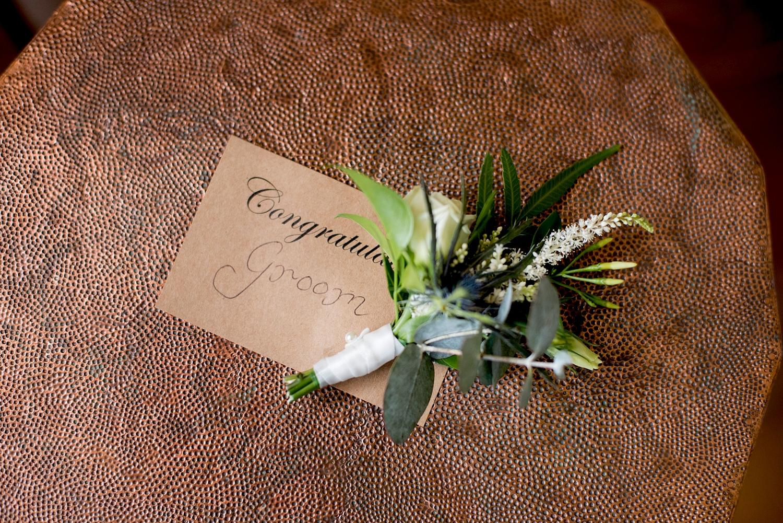 03_grooms buttonhole.jpg