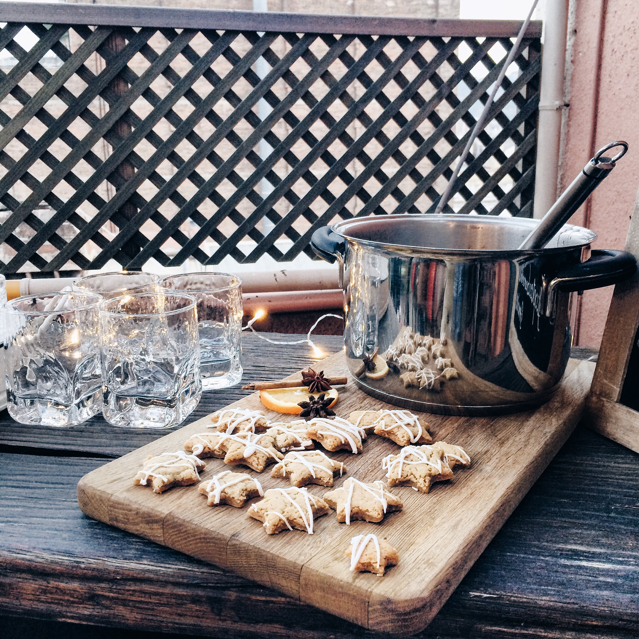 Mulled wine and cookies at Rooftop Tea Barcelona