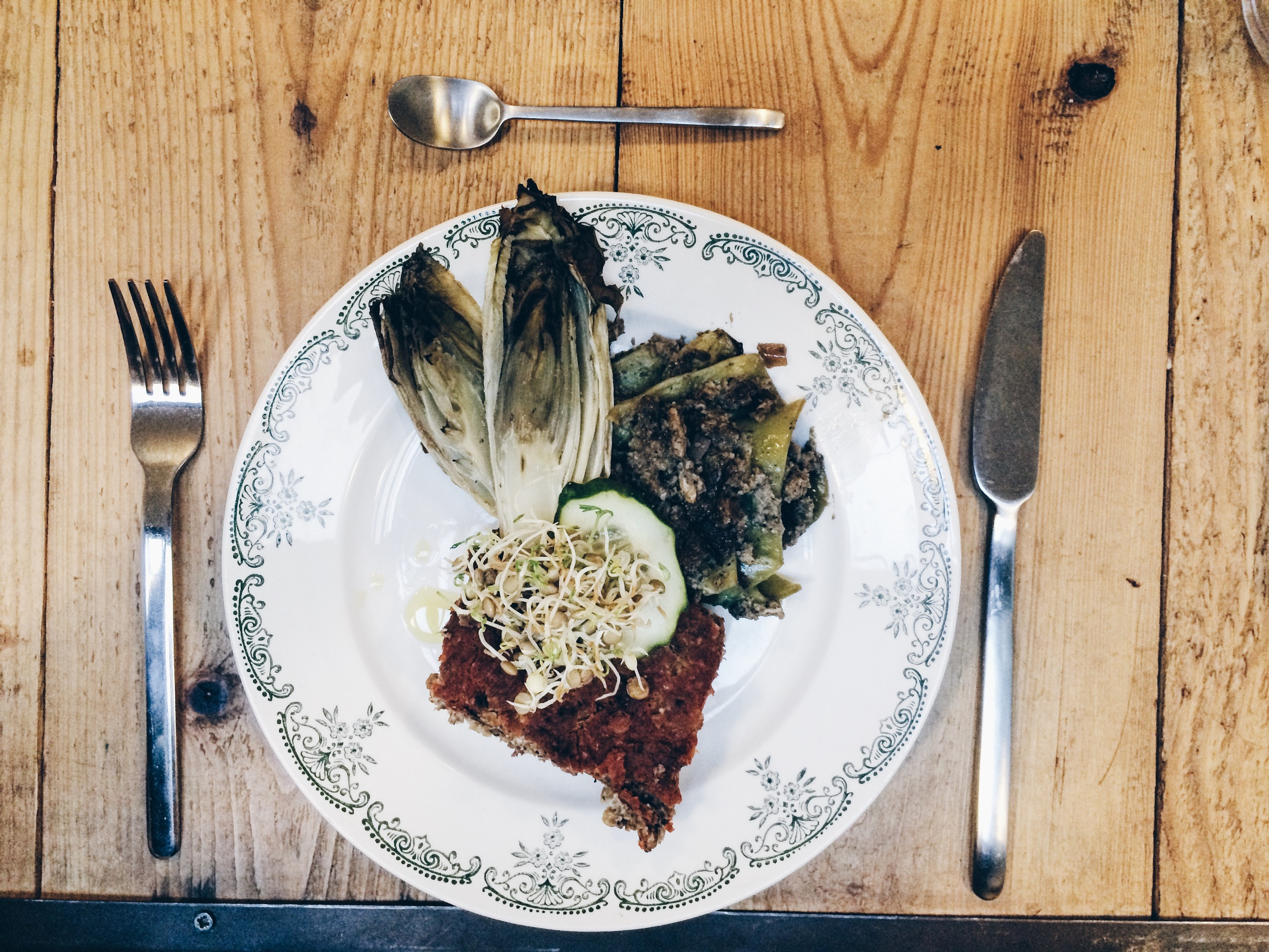 Lentil loaf, a mushroom casserole and roasted chicory at Labcuina.
