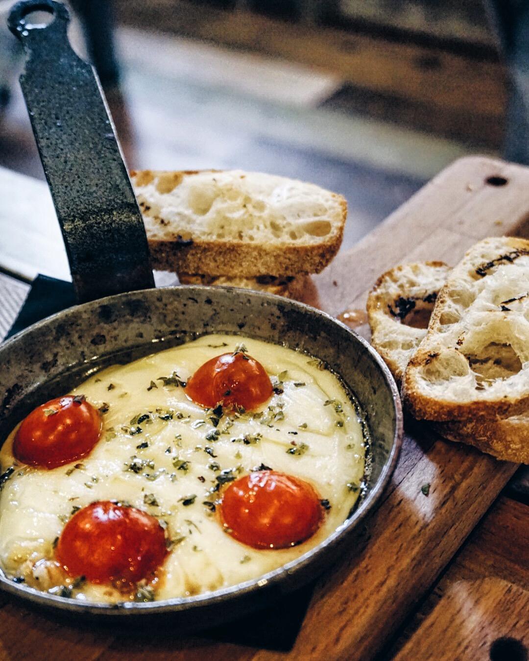 Provolone cheese at La Tavernicola Barcelona