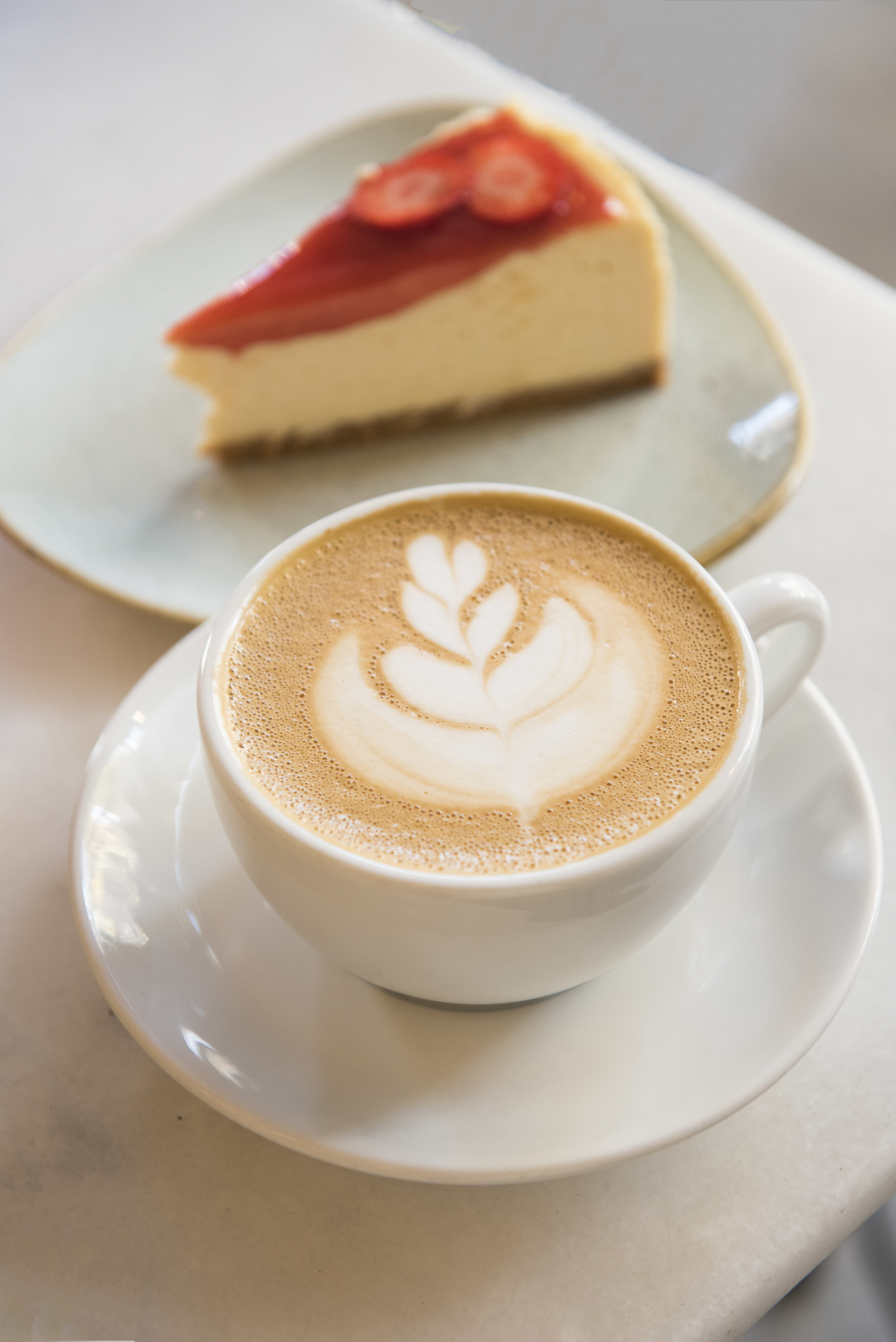 Coffee and cheesecake at Oma Bistro Barcelona