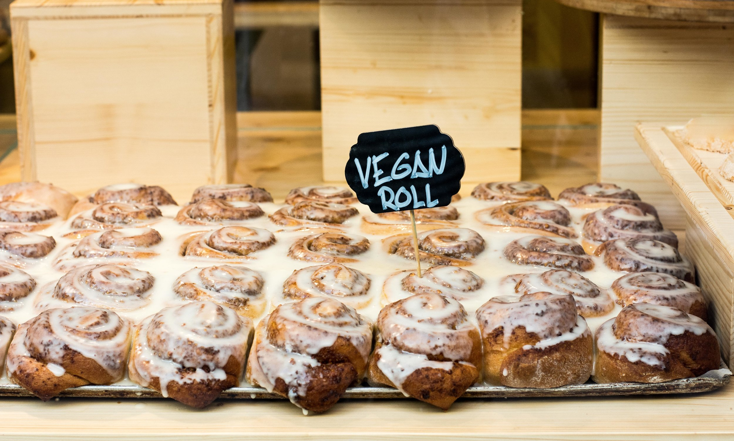 Vegan cinnamon rolls at Demasie, Barcelona