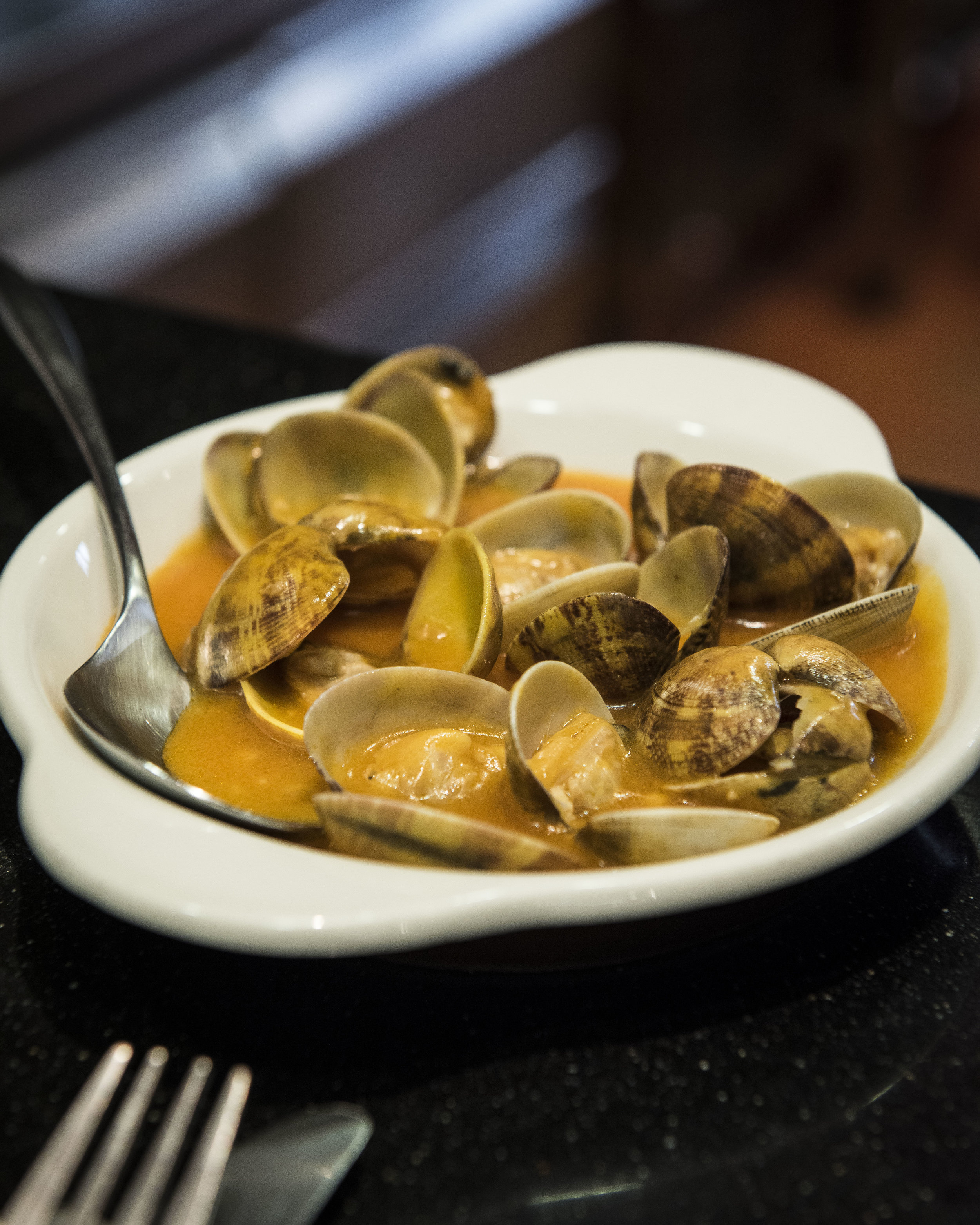 Clams at El Tast de Joan Noi, Barcelona. Photo © Barcelona Food Experience.