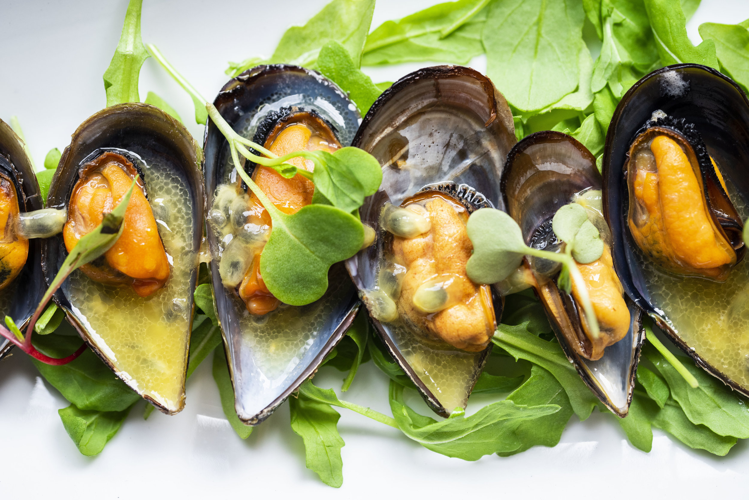 Grilled mussels at Calabrasa, Barcelona. Photo © Barcelona Food Experience.