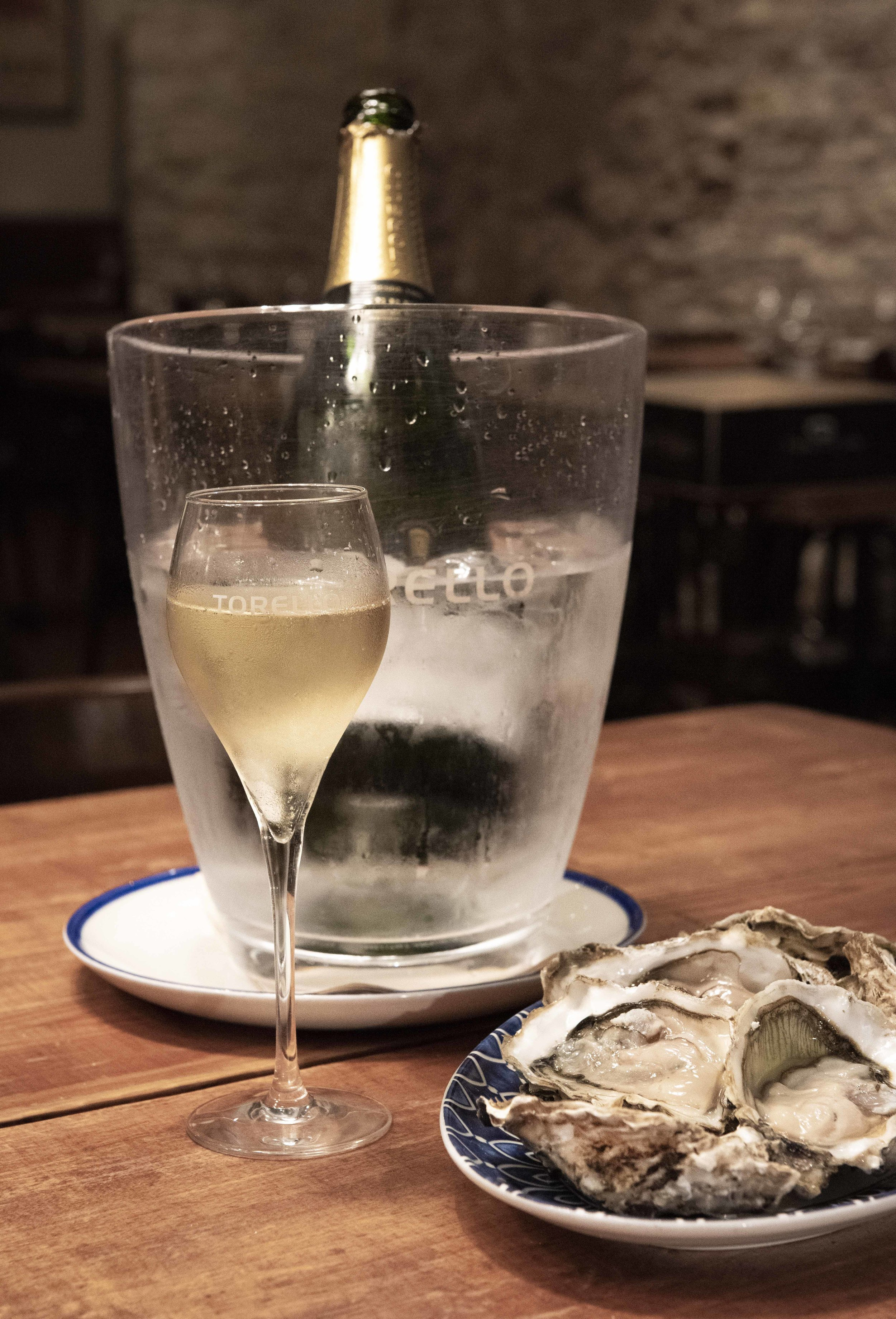 Oysters and Corpinnat from Torelló. Photo © Barcelona Food Experience.